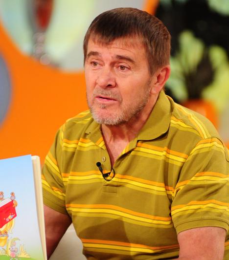 Nagy Bandó András, humorista, előadóművészEgyéni hangú, ötletdús, közkedvelt humorista-előadóművész. Számait maga írja. 1982-ben első díjat nyert a II. humorfesztiválon. 1982–1984 között a Mikroszkóp Színpadon lépett fel, azóta szabadfoglalkozású művész. 1989-től a Hócipő című szatirikus lap munkatársa.