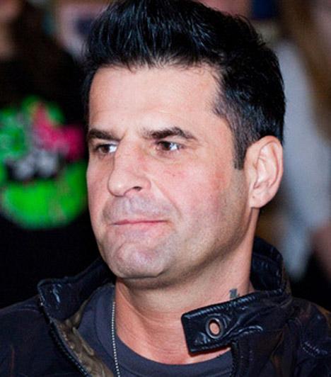 Tóth Tibor, a Hooligans gitárosaAz 1969-es születésű zenész 1997 óta a Hooligans gitárosa, a népszerű pop-rock banda alapító tagja, akikkel számos rangos díj, aranylemezek és egy platinalemez tulajdonosai.