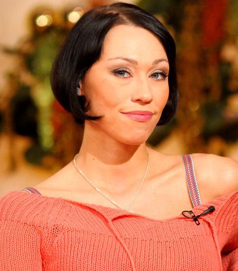Gallusz NikolettGallusz Nikolett színész-énekesnő. Együttesével a Club 54-gyel nagy sikereket ért el. 2011 óta nyilvánosan is felvállalja leszbikus párkapcsolatát.