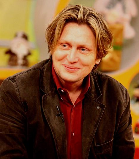 Varnus XavérVarnus Xavér író és zongoraművész munkássága elismeréséért elnyerte a Magyar Köztársasági Érdemrend tisztikeresztjének és középkeresztjének díját. Két gyermeke van, biszexualitását néhány éve vállalta fel.