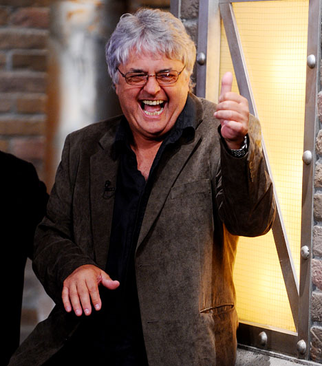 B. Tóth László  Karrierjét műszerészként kezdte, a nyolcvanas évek elején pedig a Magyar Rádió munkatársa lett. 1984-től vezette a Petőfi Rádión a Poptarisznyát, de ő volt az Egymillió fontos hangjegy és a Rockstúdió című tévéműsorok vezetője is.