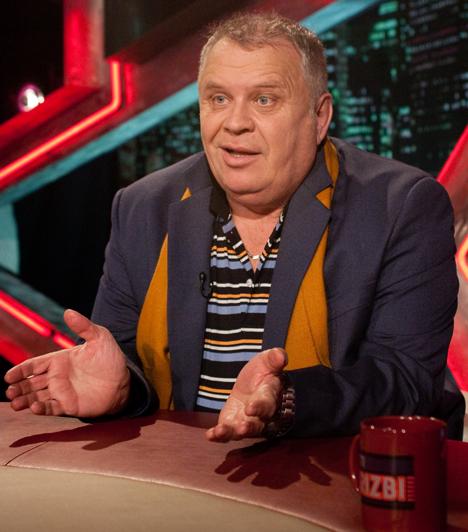 Dévényi Tibor  Az eredetileg parodistának készülő Dévényi Tibor zenei riporterként kezdte karrierjét, majd a hetvenes években hazánk egyik első lemezlovasa lett. Országos népszerűségét a Három kívánságnak köszönheti.