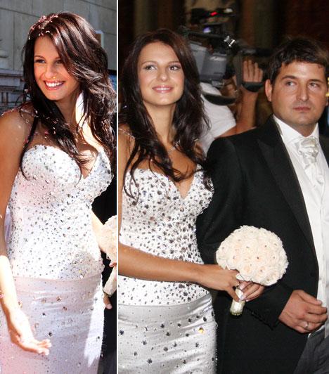 Hajdú Péter  A TV2 műsorvezetője és Sarka Kata, aki 2015 nyarán a LifeNetwork műsorvezetője lett, 2008 augusztusában egy pazar esküvő keretein belül kötötték össze életüket a Bazilikában. Az ara ruháját Benes Anita tervezte, az összköltség 20 millió forintra rúgott. Noémi lányuk 2009 februárjában, Dávidka 2010 augusztusában jött világra.