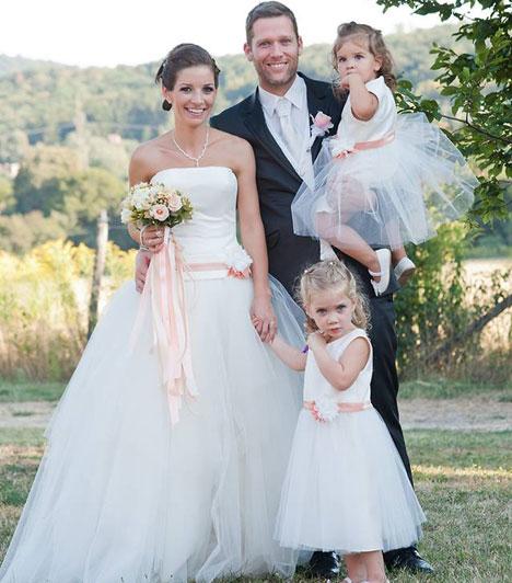 Váczi Gergő  A TV2 műsorvezetője hat év együttélés és két gyerek után vette feleségül párját, Krisztit 2013 novemberében. Kislányaik, Dóri és Blanka koszorúslány volt, ők szórták a szirmokat. A tévés maga szervezte meg a ceremónia minden egyes részletét.