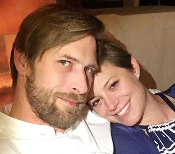 Szinetár Dóra a Facebook-oldalán tudatta 2015 júniusában, hogy titokban egybekelt Makranczi Zoltán színésszel. A pár még 2012-ben, a Mizantróp című közös darabjuk próbái során került közel egymáshoz.