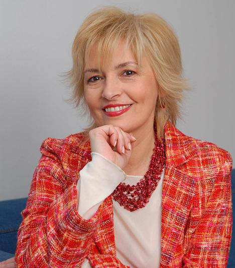 Ábrahám EditA Könnyű testi sértés című filmben még a ruháitól is megvált az 1956-ban született színésznő, aki népszerűségét a Barátok közt című sorozat Berényi Klaudiájának megformálásának köszönheti. Fia, ifj. Andorai Péter 1983-ban született.