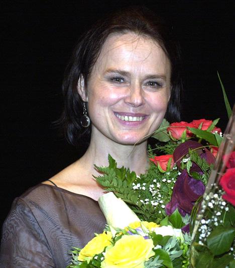 Hűvösvölgyi Ildikó  1953. június 9-én látta meg a napvilágot Budapesten.1976 óta a Madách Színház művésznője, a Soproni Petőfi Színház örökös tagja. 2012. március 15-én a Magyar Érdemrend Lovagkeresztjével tüntették ki.