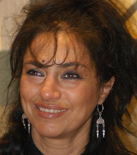 Papadimitriu AthinaAz 1954-es születésű, görög származású színésznőt láthattuk a Jézus Krisztus szupersztárban és a Rómeó és Júliában, illetve olyan filmekben és sorozatokban, mint a Hamis a baba, a Linda vagy a Szomszédok.