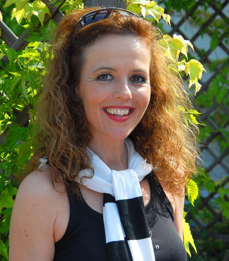 Tóth EnikőAz 1959-ben született színésznő 1981 óta a Madách Színház tagja, a mozirajongók pedig onnan ismerhetik, hogy ő Julia Roberts állandó magyar hangja.