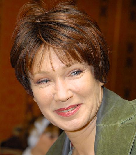 Udvaros Dorottya  Az 1954-es születésű, Kossuth-díjas színésznőt olyan, ma már klasszikusnak számító magyar filmekben láthattuk, mint a Ripacsok, a Te rongyos élet vagy a Kék Duna keringő. Emellett több tucatnyi színdarab főszerepét is eljátszotta. Fia, Máté 1986-ban született.