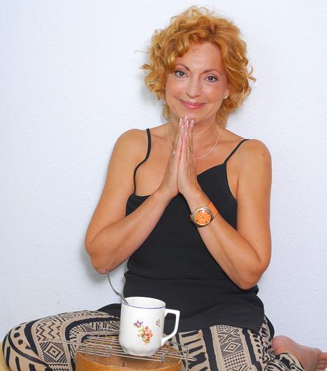 Vándor Éva  A Jóban Rosszban című sorozat egykori Nemes Lenkéje 1953-ban született. A színházban többnyire karakterszerepeket játszik, 2009-ben a Shirley Valentine című darab főszerepében nemcsak a nézőket, de a kritikusokat is lenyűgözte.