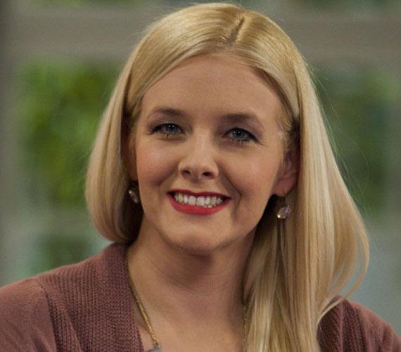 A 34 éves Peller Anna a FilmCafé hangja. Ő szólaltatja meg Sofia Vergarát a Modern családban a Comedy Centralon, hallható A mentalista, a CSI: Miami helyszínelők, a Hawaii Five-0, a Shark - Törvényszéki ragadozó és a Vámpírnaplók című sorozatokban is.
