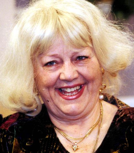 Csala Zsuzsa (1933-2014)  A kiváló komika, aki 40 évig volt a Vidám Színpad hű tagja, 2014. február 22-én, 80 éves korában, agyvérzésben hunyt el. Ő volt Ursula, Bubó doktor asszisztensnőjének hangja a Kérem a következőt! című legendás rajzfilmsorozatban.