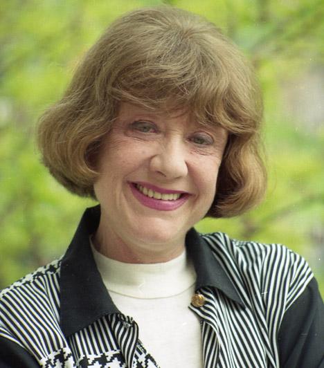 Hacser Józsa (1931-2014)  Az ország egyik legkedvesebb hangú színésznőjének holttestére 2014. március 4-én találtak rá siófoki házában. Sokan emlékezhetnek rá a Szomszédokból, de számos népszerű rajzfilmhez is kölcsönözte a hangját. Ő volt Nils Holgerson aranyhörcsögének, Pocoknak, az Elsüllyedt világok sorozat női kalózának, Popocicinek, a Muppet Show-ban Miss Röfnek vagy Willy Fog inasának, Riggodon kabalaállatának, Ticónak a hangja.