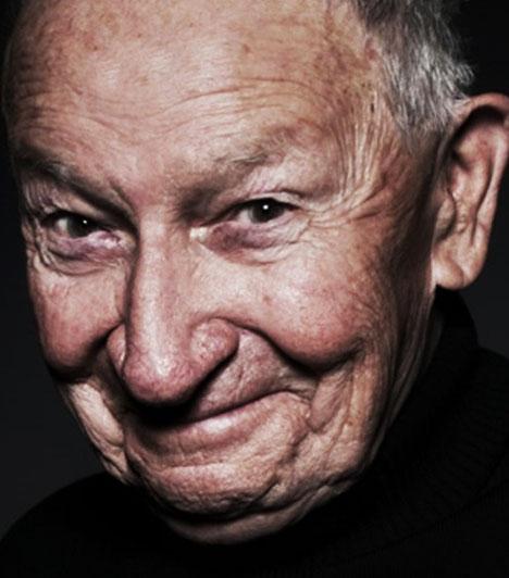 Kun Vilmos  Kun Vilmos színész, a Katona József Színház alapító tagja szeptember 16-án hunyt el. Rengeteg film-, rádió- és szinkronszerep fűződik a nevéhez, az egyik leghíresebb a Szomszédok című teleregény erdésze, Dénes bácsi. A James Bond-filmekben ő volt Desmond Llewelyn, vagyis Q magyar hangja, Az ifjú Indiana Jones című sorozatokban ő szólaltatta meg az idős Indyt. A Tigris színre lép című rajzfilmben Fülesnek adta a hangját.  Kapcsolódó cikk: Elhunyt a Szomszédok egyik szereplője »