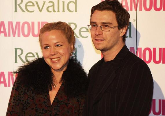 """Kilenc éve él házasságban Haumann Petra és Király Attila, két gyermekük is született. Volt egy közös műsoruk az Örökös tagság-gálaesten, és ahogy fogalmaztak """"egyszer csak összetáncolódtak"""". Kaszás Attila mondta rájuk, hogy a házasságukkala Király-Haumann családban lett az egy négyzetméterre jutó legtöbb színész Magyarországon - hiszen Haumann Perta édesapja és testvére is színész, Király Attilának pedig Király Levente az apja, aki a nemzet színésze. Bár Király Attila többnyire koreográfusként dolgozik, a szinkronizálást sem tette félre. Az ő hangján szólal meg például Johnny Depp A Karib-tenger kalózaiban és Tom Hardy a Mad Maxben. Haumann Petra színpadi szerepei mellett szinkronizál, kölcsönözte már a hangját Naomi Wattsnak és Lucy Liunak is."""