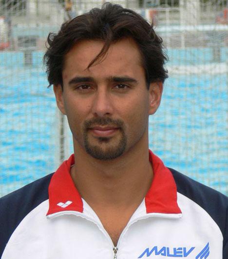 Szécsi ZoltánA háromszoros olimpiai bajnok vízilabdakapus 2011-ben kötött házasságot Szegedi Vandával, akivel 2014 áprilisára várják kisfiukat, Zénót. Szécsi Zoltánnak első házasságából már született 2002-ben egy lánya, Júlia és 2005-ben egy fia, Marcell.
