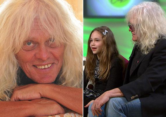 Az Omega 71 éves énekese egy hétéves kislány édesapja, Léna most jár a második osztályba. Első feleségétől született Dániel fia lassan 40 éves lesz.