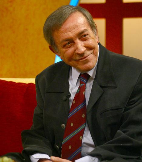 Antal Imre (1935-2008)  Zongoraművészként beutazta a világot, ám a 60-as évek végén ízületi gyulladás miatt abba kellett hagynia a zenélést. Ekkor került a televízióba, ahol országos népszerűségre tett szert a Szeszélyes évszakokkal.  Kapcsolódó cikk: Súlyos betegségben elhunyt Antal Imre »