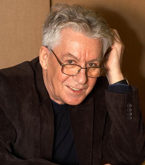 Cseh Tamás (1943-2009)  A népszerű énekes-dalszerző több évtizedes pályafutása során számos gyönyörű lemezzel és önálló zenés esttel örvendeztette meg közönségét. Halálát tüdőrák okozta.