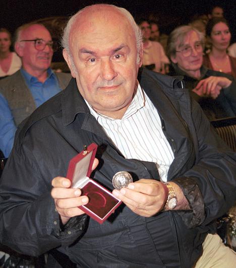 Hofi Géza (1936-2002)Minden idők egyik legnépszerűbb magyar humoristája különleges produkcióival önálló stílust teremtett a kabaré műfaján belül.