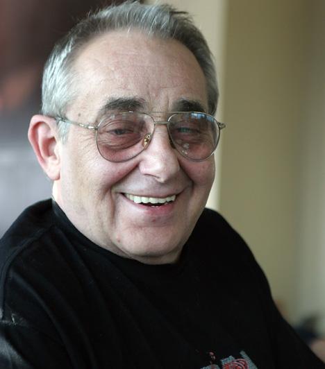 Hollósi Frigyes (1941-2012)  A Kisváros című sorozat legendás Járai őrnagya 71 éves korában 2012. december 5-én halt meg. Számtalan mozi- és tévéfilmben, sorozatban és színházi darabban láthatta a közönség, továbbá szinkronszínészként is keresett volt.  Kapcsolódó cikk: Meghalt a Kisváros sztárja, Hollósi Frigyes