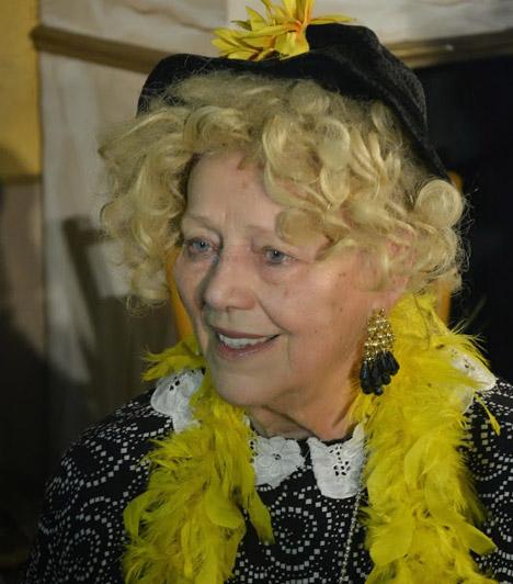 Csala Zsuzsa (1933-2014)A Jászai Mari-díjas színésznő, aki 40 évig volt a Vidám Színpad hű tagja 2014. február 22-én távozott az élők sorából. Kabaréjelenetekben és prózai szerepekben egyaránt sziporkázott a vásznon és a színpadon.Kapcsolódó cikk:Elhunyt Csala Zsuzsa - A 80 éves komikát gyászolja a szakma »