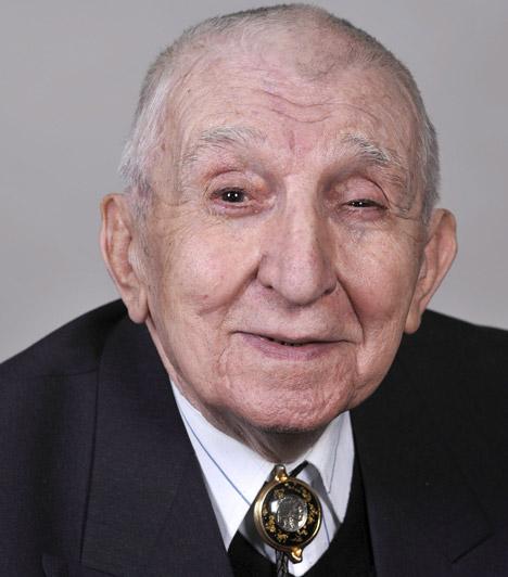Gera Zoltán (1923-2014)A Nemzet Színésze 92 éves korában, 2014. november 7-én távozott az élők sorából. A legtöbben Jock - Jim Davis - magyar hangjaként emlékezhetnek rá a Dallas című sorozatból.Kapcsolódó cikk:92 éves korában érte a halál a Nemzet Színészét »