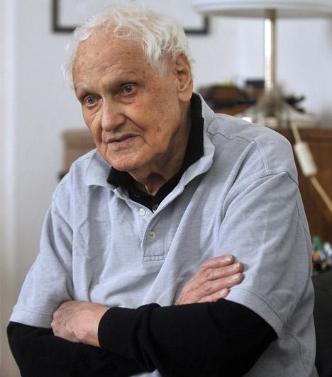 Jancsó Miklós (1921-2014)  Hosszú betegség után, 2014. január 31-én reggel hunyt el az egyik legismertebb magyar filmrendező. A kétszeres Kossuth-díjas magyar filmrendező, forgatókönyvíró, érdemes és kiváló művész 93 éves lett volna 2014-ben.  Kapcsolódó cikk: Hosszú betegség után elhunyt Jancsó Miklós »