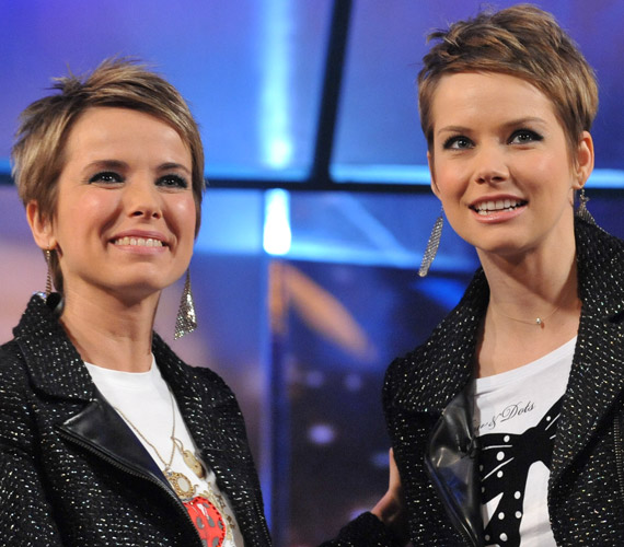 D. Tóth Kriszta műsorvezető és Osvárt Andrea színésznő egyszer össze is öltözött a DTK Show-ban.
