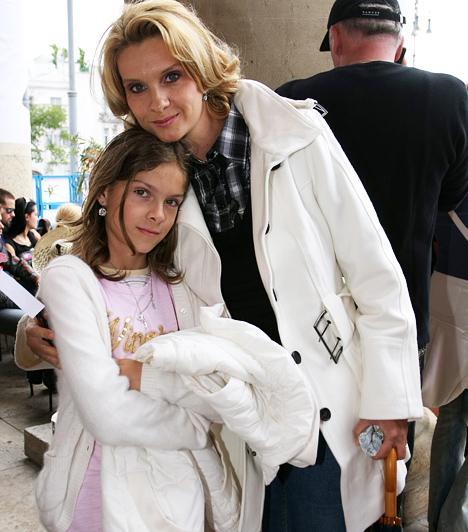 Janza Kata  Kislánya, Janka még a Pintér Tibor színésszel kötött házasságában született 1998-ban, második férjének, az Operettszínház táncművészének, Kővári Lászlónak egy kisfiút szült, akit Samu Richárdnak neveztek el.