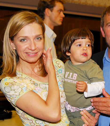 Nagy Natália  A L'art pour L'art társulat szőke bombázója édesapjától, Nagy Bandó Andrástól örökölte előadói képességét és remek humorát. A csinos színésznő 2004-ben adott életet kislányának, Hannának.
