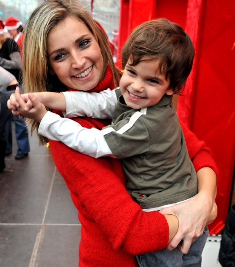 Novodomszky Éva  A műsorvezető egy olaszországi nyaralás során ismerte meg férjét, a szicíliai származású Salvót. Nagy pocakkal mondta ki az igent 2004 nyarán, októberben pedig világra jött kisfiuk, Cristiano, akit 2010 júliusában követett Marco.