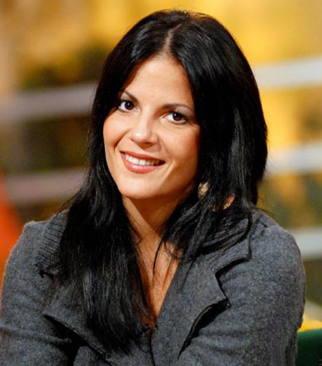 Oszter Alexandra  Sokáig Berki Krisztiánnal járt, akivel nem sokkal a tervezett esküvő előtt szakítottak. A szerelem egy dán-ír származású fotóriporter személyében talált rá, akitől 2010 nyarán kisfia született. 2012 márciusában bejelentette, elváltak férjével.