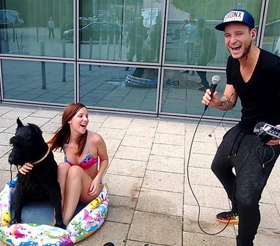 Vicces bikinis fotó: a Music FM Önindítójának műsorvezetői megint kitettek magukért - Istenes Bence és István Dani rávették Pordán Petrát, mutassa meg, hogy tényleg hajlandó lenne-e egy kutyás strandon fürdeni. Petra bevállalta, bikinire vetkőzött, és egy nyugis eb társaságában beült egy felfújható medencébe. Természetesen az akciót le is fotózták, nagy sikere volt a Facebookon.