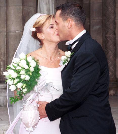 Borbás Mária  A népszerű műsorvezetőnő már túl volt egy házasságon, amikor Albert József szegedi tanár megkérte a kezét. Végül a második házassága is válással végződött.