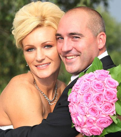 Janics Natasa  A háromszoros olimpia bajnok kajakozó Janics Natasa 2009 szeptemberében ment feleségül Csányi Szilárdhoz, a házaspár azonban 2010-ben elvált. A sportolónő végül újra férjhez ment, és 2011-ben kislánya is a világra jött.
