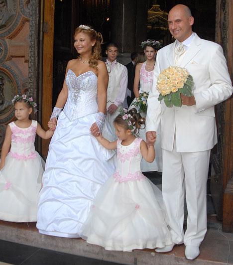 Rába Tímea  Az 1991-es Miss Hungary szépségverseny második helyezettjét 2002-ben vezette oltár elé Tóbiás József országgyűlési képviselő, akinek 2006-ban a Bazilikában másodszor is kimondta a boldogító igent.