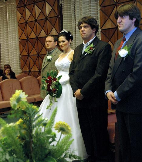 Takáts Tamás  A népszerű rockénekes 2004-ben vette feleségül Laki Anikót, közös gyermekük, Luca Eszter pedig 2005 júniusában született meg. Takáts Tamás nem először lett apa, második házasságából ugyanis már van két fia.
