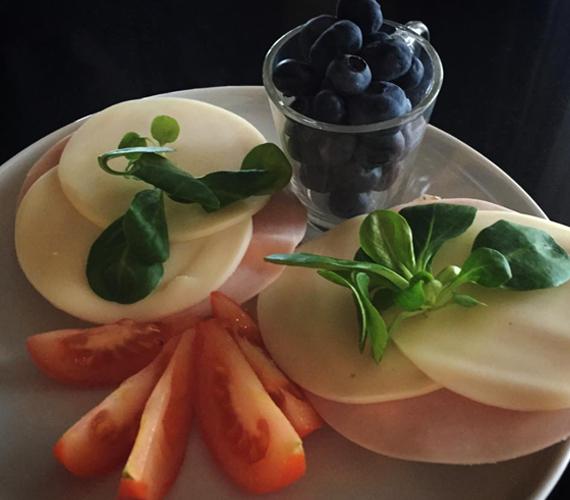 Íme, a nonstop diétázó Sarka Kata reggelije. A híresség most éppen azért diétázik, mert szeretne elindulni egy fitneszversenyen. Az ünnepek alatt talán ő is megenged magának egy kicsivel több ételt a húsvéti asztalnál.