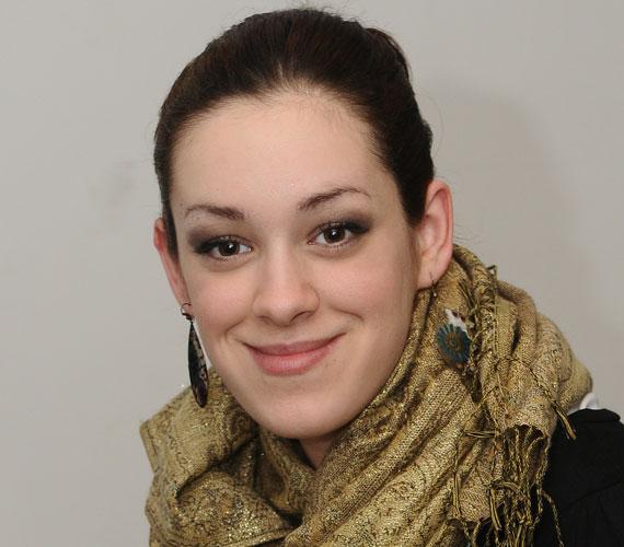 Shodeinde Dorka 19 évesen, hét hónapos terhesen érkezett az X-Faktor első szériájának válogatójára. Bekerült a legjobb 12 közé, és mire elindult az élő adás, a kis Liza is világra jött.