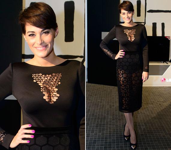 Görög Zita a Marie Claire Fashion Days elnevezésű rendezvényén egy áttetsző, fekete ruhában jelent meg. A csinos darab a Modularity tervezőinek, Németh Edinának és Merő Péternek a nevét dicséri.