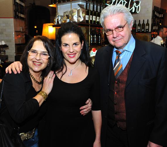 Failoni Donatella és Oszter Sánor már 1979 óta házasok. A zongoraművésznek és a színésznek egy közös lánya van, Oszter Alexandra.