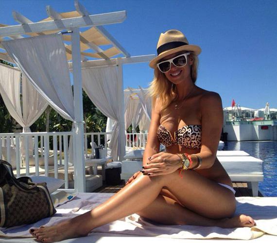 Dukai Regina focista szerelmével hétfőn utazott el Törökországba, onnan posztolja a bikinis fotókat.
