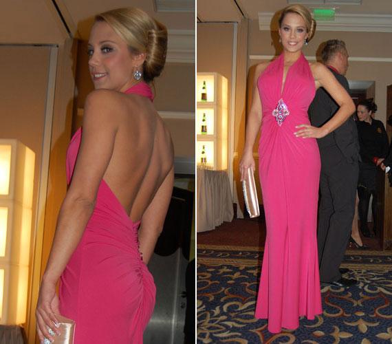 Kiss Ramóna a 2012-es Story-gálán jelent meg ebben a pink estélyiben. A Barátok közt sztárja rendkívül dögös volt a hátát is kihangsúlyozó darabban.