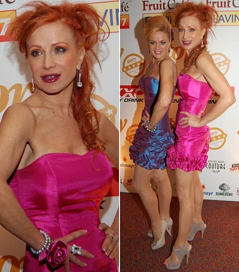 Détár Enikő                         A színésznő ugyancsak a 2014-as Story-gálára öltözött pinkbe, ő egy fodros koktélruha mellett tette le a voksát.