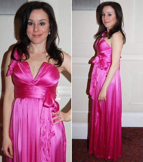 Kozma Orsi  Az énekesnő a 2013-as Story-gálára a Novodomszky Éván már látott Halász Éva ruha földig érő verziójában érkezett.