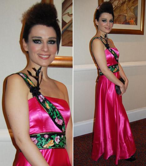 Legerszki Krisztina, a Jóban Rosszban színésznőjének a 2012-es Story-gálára választott ruháját Herendi-minta dobta fel.