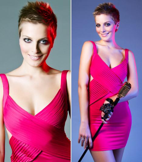 Tatár Csilla                         A TV2 műsorvezetőjének szőke hajához remek választás ez az élénk pink miniruha, amelyben egy műtermi fotózáson vett rész.