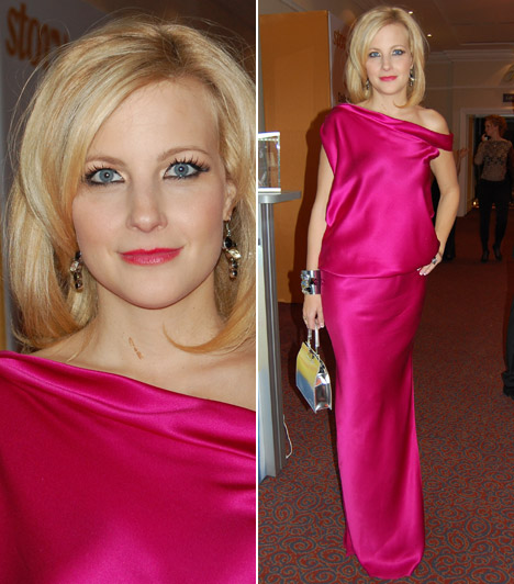 Várkonyi Andrea  A TV2 híradósa a 2012-es Story-gálán egy Benes Anita által tervezett estélyiben vette át az év műsorvezetőjének járó közönségdíjat.
